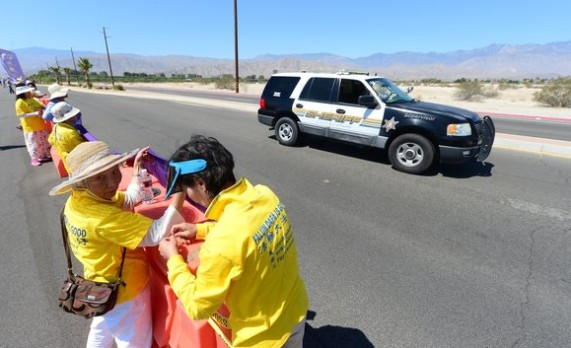 Falun Gong followers protest Chinese President Xi in desert visit