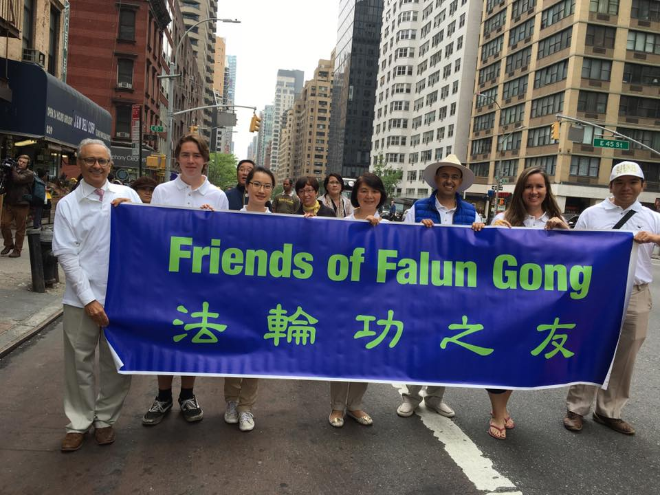 Friends of Falun Gong Support Chinese Citizens at 2016 Celebration