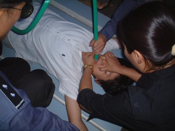 Policemen use a force-feeding torture method on a Falun Gong practitioner at the Hongqiao District Detention Center in Tianjin, China, in this file photo (Courtesy of Minghui.org)