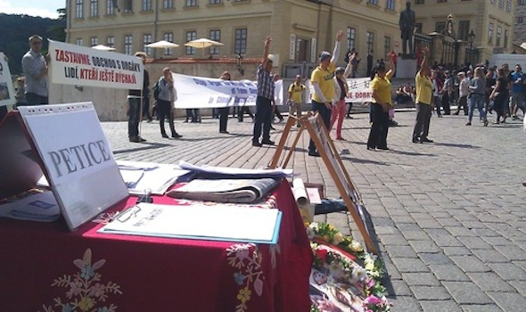 Table with informational materials about Falun Gong