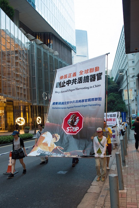 Falun Gong practitioners march in a parade down the streets in Hong Kong to protest China's National Day on Oct. 1, 2014. (Benjamin Chasteen/Epoch Times)