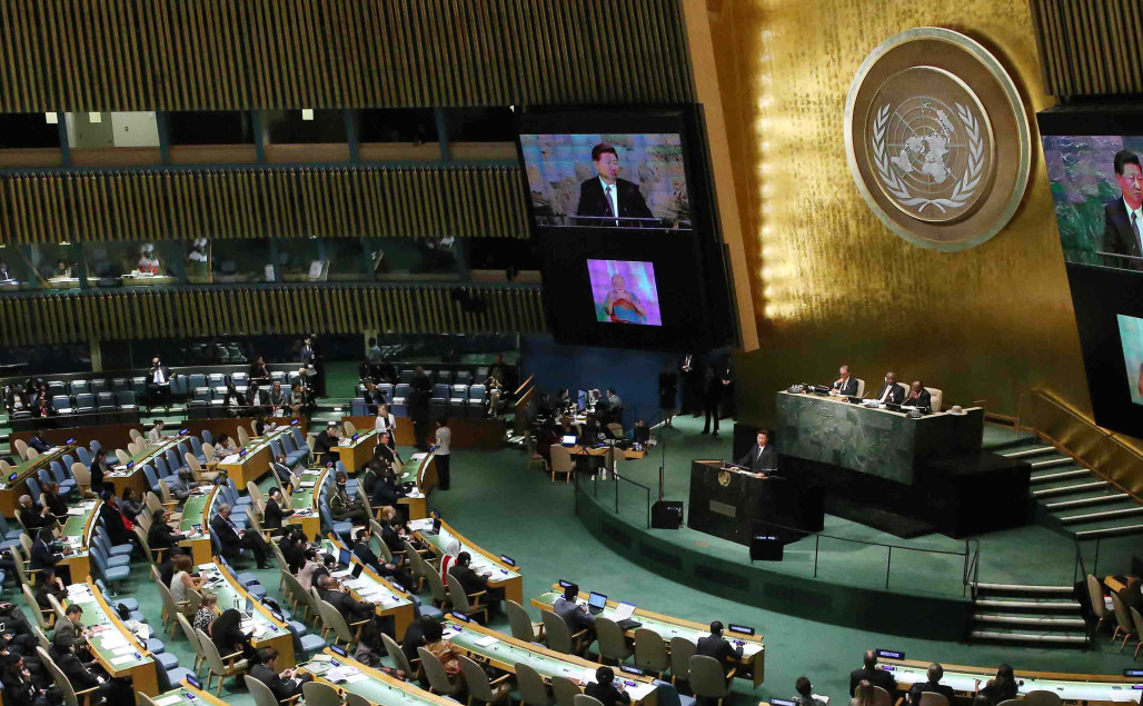(150926) -- NEW YORK, Sept. 26, 2015 (Xinhua) -- Chinese President Xi Jinping addresses the United Nations Sustainable Development Summit 2015 at the UN headquarters in New York, Sept. 26, 2015. (Xinhua/Liu Weibing)(yxb)
